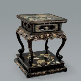 Ryukyuan Mother-of-Pearl Inlaid Lacquer Stand 琉球嵌螺鈿黑漆桌